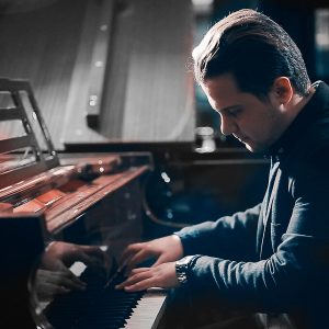 hossein bidgoli 35 300x300 - دوره آموزش نوازندگی پیانو و تئوری موسیقی